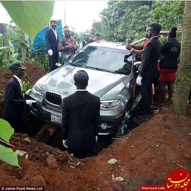 www.dustaan.com دفن مرد ثروتمند با خودروی گرانقیمتش بجای تابوت! +عکس