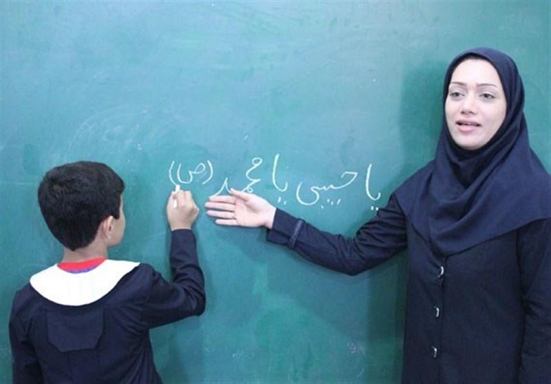 www.dustaan.com اعتراض معلمان نسبت به عدم افزایش 20 درصدی حقوق ، حدف بند سختی کار ...