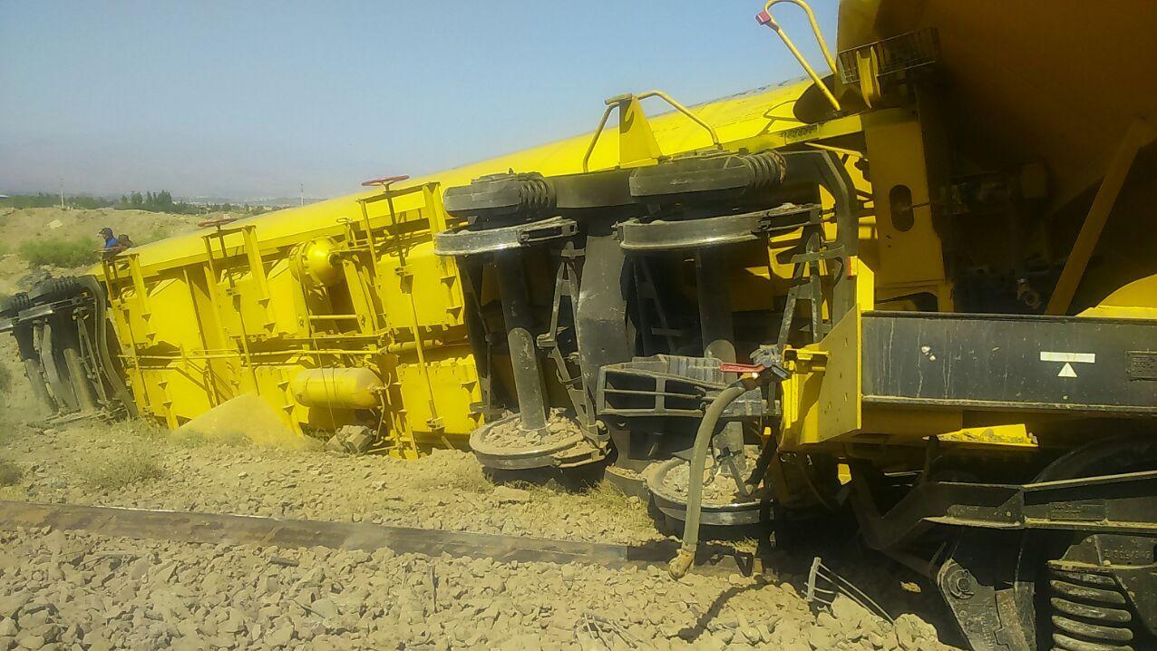 www.dustaan.com عکس: واژگونی قطارهای باری حامل گندم