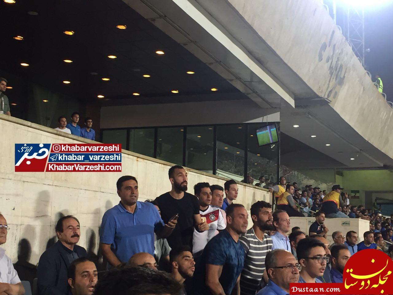 www.dustaan.com جزئیات درگیری هواداران استقلال و تراکتورسازی در ورزشگاه آزادی +عکس و فیلم