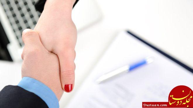 www.dustaan.com رای دادگاه سوئد به نفع زن مسلمانی که حاضر به دست دادن نشده بود