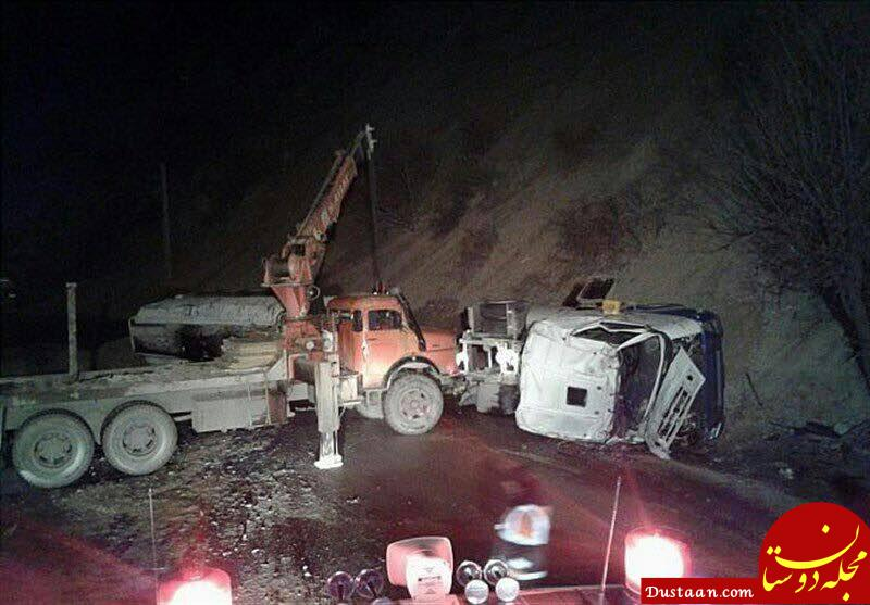 www.dustaan.com تصادف تریلی حمل مواد شیمیایی با یک کامیون +عکس