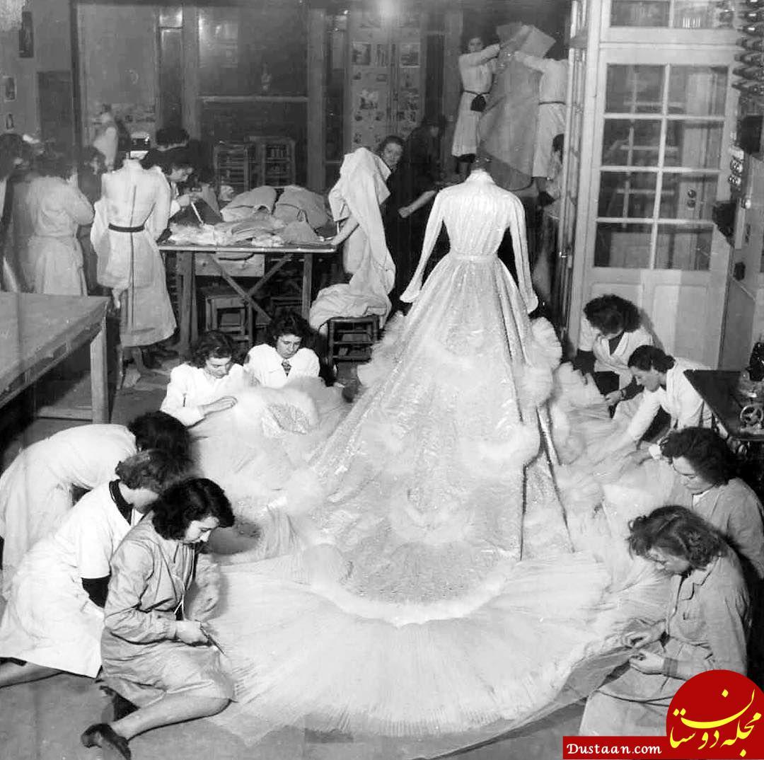 www.dustaan.com خیاطان در حال کار بر روی لباس عروسی ثریا اسفندیاری! +عکس