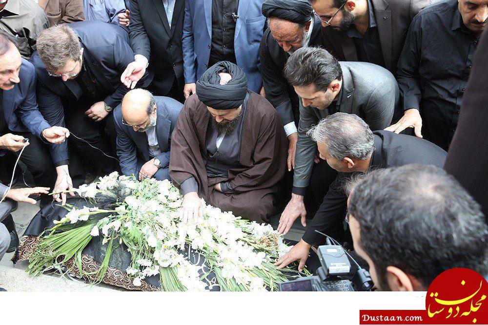 www.dustaan.com عکس: نماز خواندن سیدحسن خمینی بر پیکر بهرام شفیع