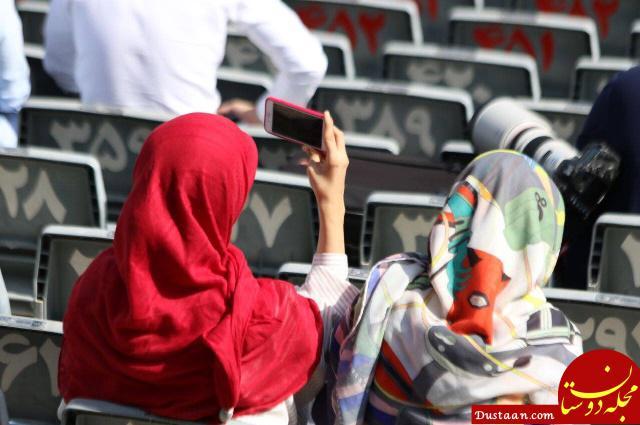 www.dustaan.com حضور دو خانم ناشناس در تمرین تیم ملی! +عکس