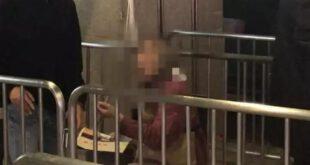 زن ثروتمندی که در مترو گدایی می کند! +عکس