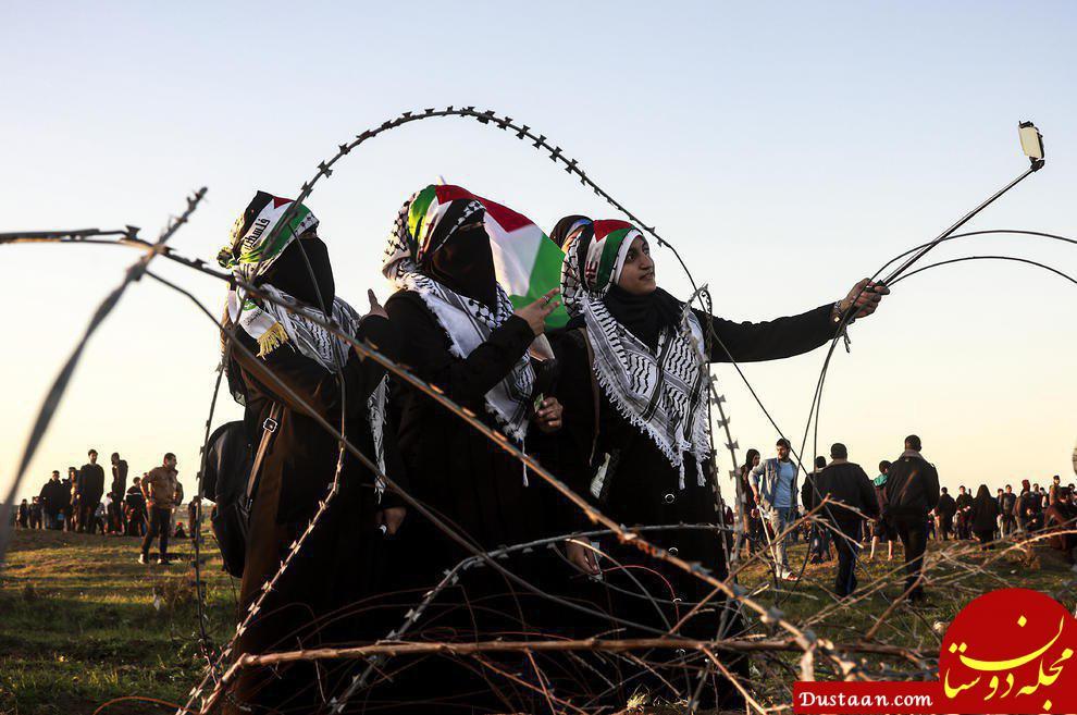 www.dustaan.com سلفی گرفتن دختران فلسطینی در حاشیه تظاهرات +عکس