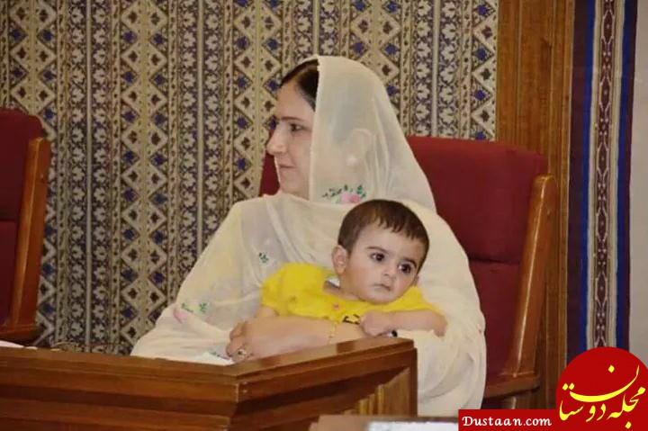 www.dustaan.com اخراج نماینده ای که فرزندش را به محل کار برده بود! +عکس