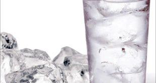 مضرات نوشیدن آب سرد برای بدن انسان