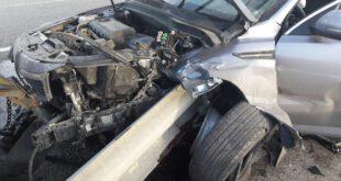 برخورد شدید خودروی کیا با گاردریل منجر به قطع عضو راننده شد.  برخورد شدید خودروی کیا با گاردریل در کیلومتر ۲...