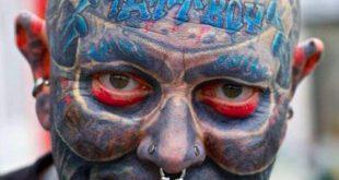 مردی استرالیایی که در حدود ۳ سال پیش با پرداخت ۶۰ هزار پوند، تمام بدن خود را خالکوبی کرده بود، اینک از کرده خو...