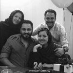تصویری زیبا از حسین یاری در کنار خانواده اش