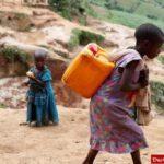 تصویری تکان دهنده از دختربچه آفریقایی +عکس