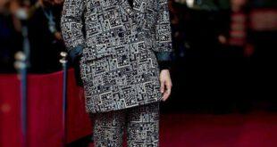 تصویری از مهناز افشار بازیگر مطرح سینما و تلویزیون را در حاشیه هشتمین روز از جشنواره فیلم فجر مشاهده می کنید....