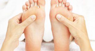 دلایل زمینه ای می تواند باعث زرد شدن رنگ پاها شود، افزون بر آن می توان به علایم دیگری نیز از جملهبیماری زر...