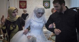 مجله انلاین دوستان : یک رییس پلیس چچنی، آخر هفتۀ گذشته، در میان هیاهو مبنی بر اینکه عروس نوجوان را مجبور با ا...