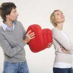 ۳ حرکت جالب زنانه برای ربودن دل مردها!